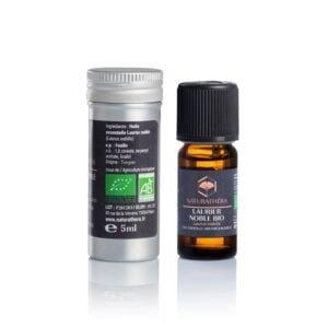Flacon en verre brun d'huile essentielle de laurier noble bio